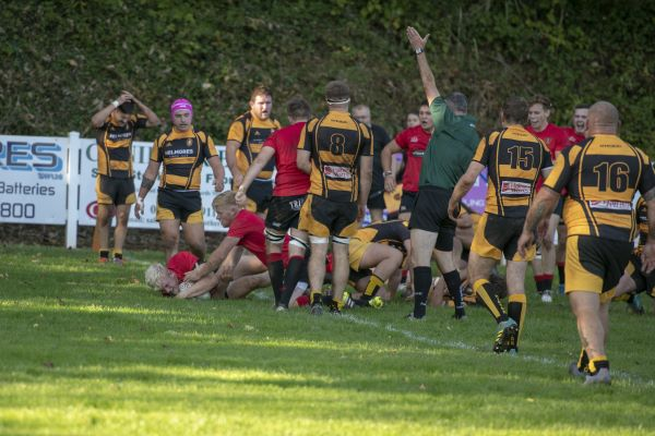 Scruffy Thorns lose top spot after late try